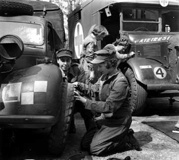 Elizabeth Windsor changing a tire during her service with the APS.