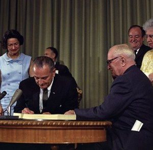 800px-Lyndon_Johnson_signing_Medicare_bill%2C_with_Harry_Truman%2C_30_July%2C_1965